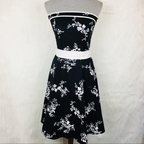 e9d55f63a3b NWT Ruby Rox Floral Strapless Pin Up Dress
